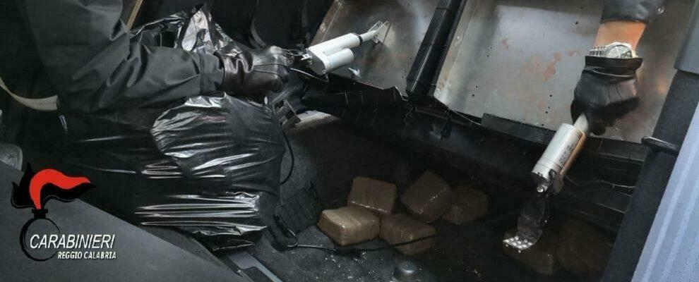 Villa San Giovanni, beccato in auto con 18kg di hashish: in manette un corriere della droga