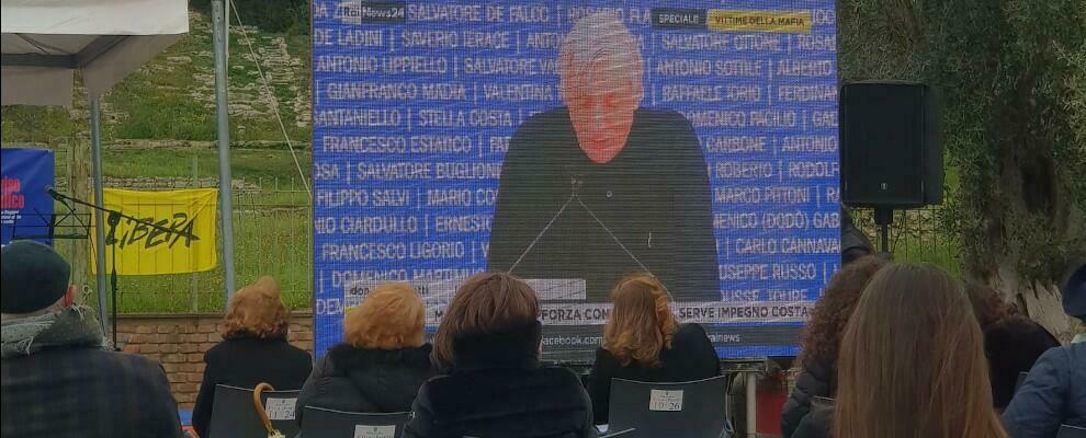 Foto del giorno: il sindaco di Caulonia ricorda le vittime delle mafie