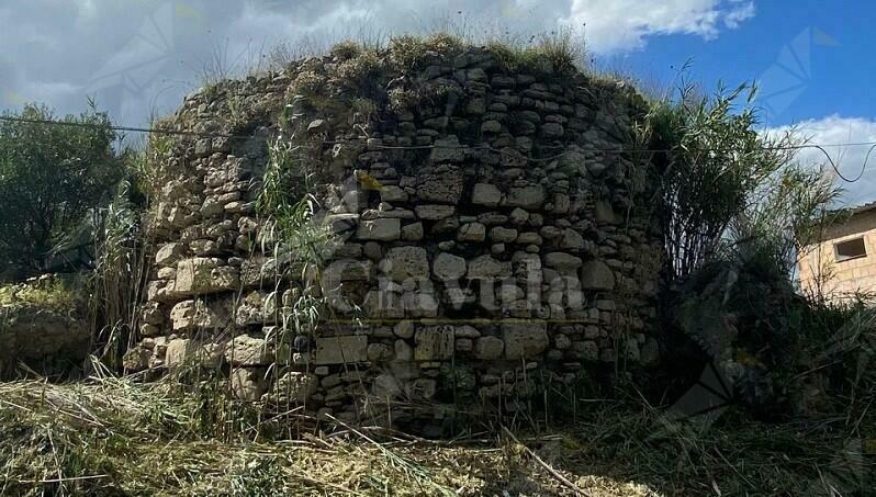 Salviamo la torre di Paleopoli dal degrado