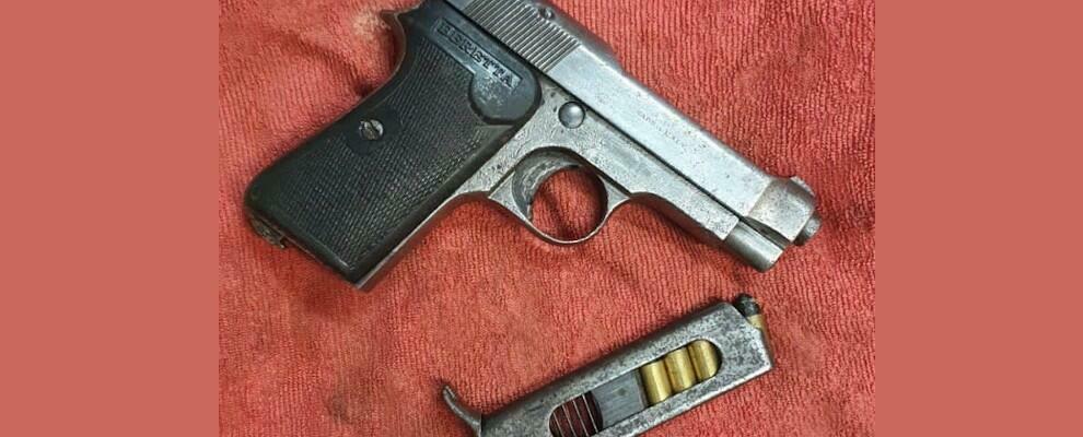 Sorpreso in auto con una pistola clandestina, pensionato calabrese finisce ai domiciliari