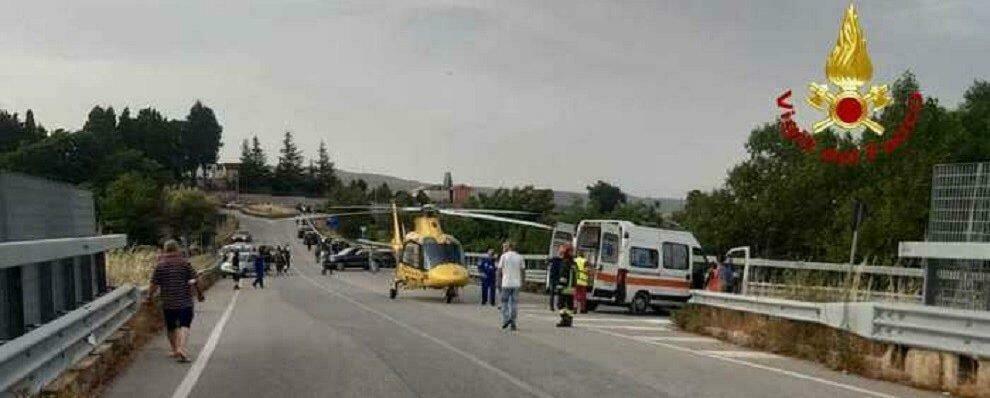 Calabria, scontro tra due auto sulla Statale: grave un bimbo di 11 anni. Altre 5 persone rimaste ferite