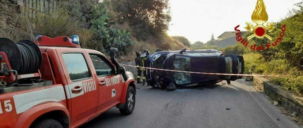 Schianto fra due auto sulla provinciale, intervengono i vigili del fuoco