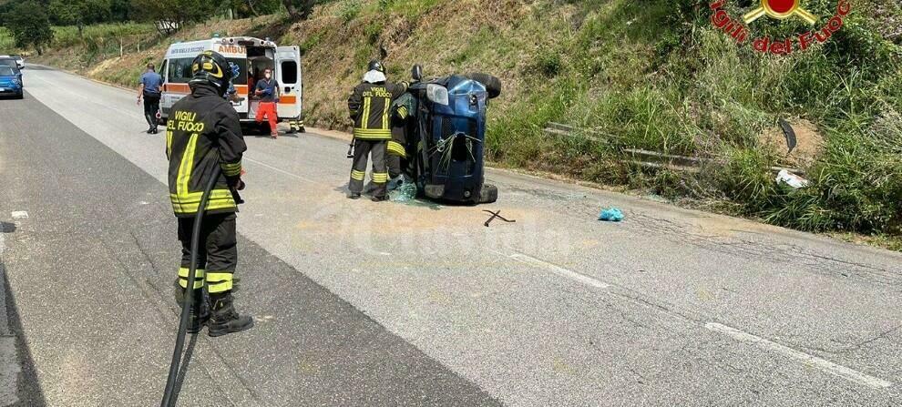 Incidente stradale in Calabria, si ribalta Toyota