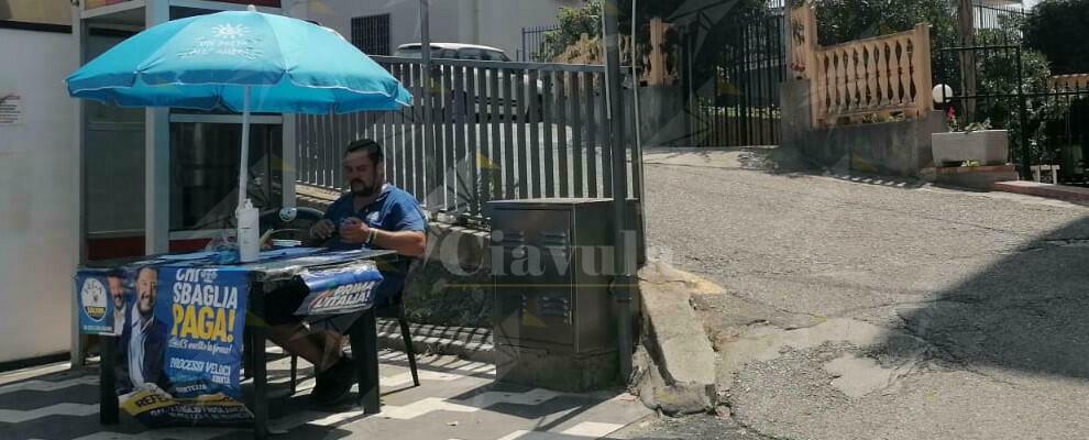 Leghista riacese installa gazebo abusivo a Caulonia. Interviene la polizia municipale