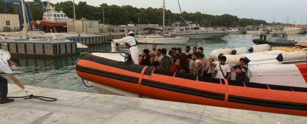 Migranti: doppio sbarco a Roccella Jonica, arrivati in 100