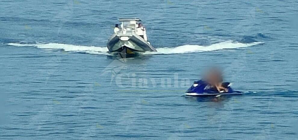 Guardia costiera Roccella:  sequestrate due moto d'acqua, in fuga i conduttori