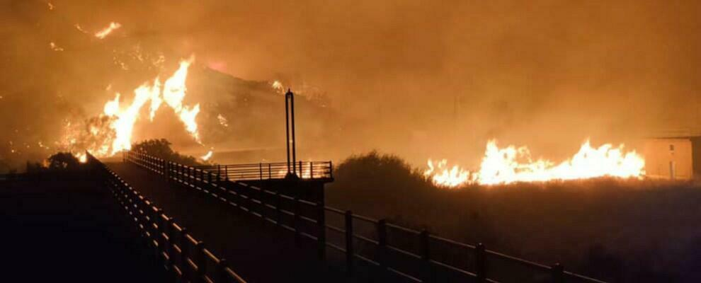 Caulonia continua a bruciare