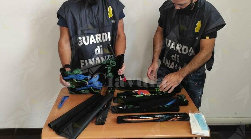 Nasconde 5 kg di cocaina tra le tele dei quadri e alcune statuette, arrestato a Malpensa